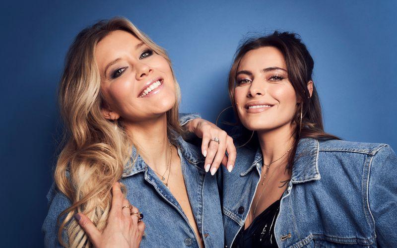 """Laura Karasek (links) und Sophia Thomalla starteten am 2. Juli ihren gemeinsamen Podacst """"Künstliche Intelligenz""""."""