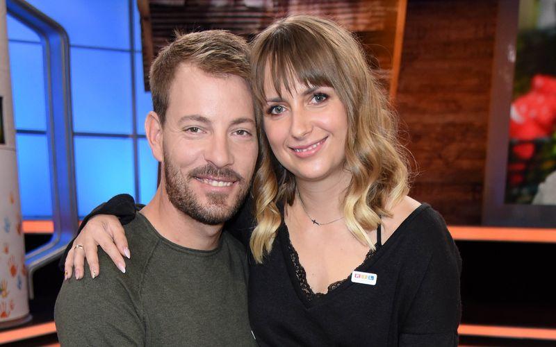 """Anna Heiser bekam nach den Hasskommentaren Unterstützung von ihrem Mann Gerald. Beide lernten sich 2017 über die RTL-Show """"Bauer sucht Frau"""" kennen und lieben."""