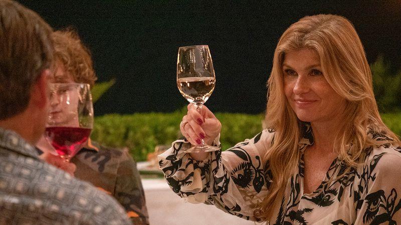 Nicole (Connie Britton) macht mit ihrer Familie Urlaub auf Hawaii.