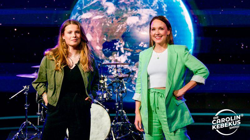 """Luisa Neubauer (links) engagiert sich bei Fridays for Future und war am Donnerstag in der """"Carolin Kebekus Show"""" zu Gast."""