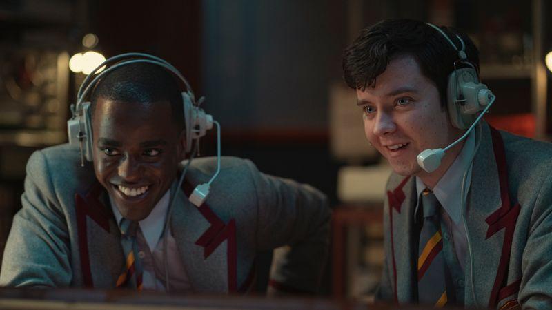 """Ab 17. September startetn neue Folgen von """"Sex Education"""" bei Netflix - mit Eric (Ncuti Gatwa, links) und Otis (Asa Butterfield)."""
