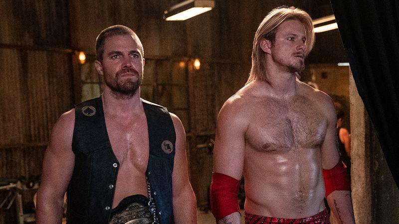 """Die Brüder Jack (Stephen Amell, links) und Ace (Alexander Ludwig) stehen im Mittelpunkt der neuen Starzplay-Serie """"Heels""""."""