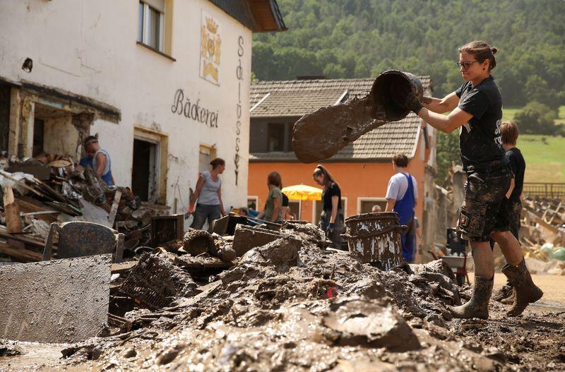 Die Hochwasserkatastrophe in Deutschland hinterließ in vielen Gebieten - wie hier im Dörfchen Schuld - nichts als Zerstörung.
