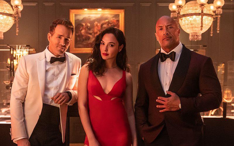 """Ryan Reynolds (links), Gal Gadot und Dwayne Johnson spielen die Hauptrollen im Netflix-Film """"Red Notice"""" (ab 12. November) - dem teuersten aller Zeiten. Derweil stagniert die Zahl der Neukunden beim Streamingdienst seit einigen Monaten."""