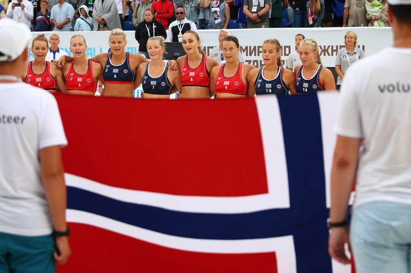 Beim Beachhandball sind auch in Norwegen knappe Outfits Vorschrift.