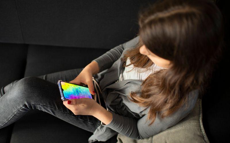 Social Media birgt für Jugendliche diverse Gefahren. Facebook-Tochter Instagram führt nun in zunächst ausgewählten Ländern Maßnahmen für mehr Jugendschutz ein.