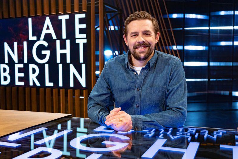 """Klaas Heufer-Umlauf lädt im Herbst zu 13 neuen Folgen """"Late Night Berlin""""."""