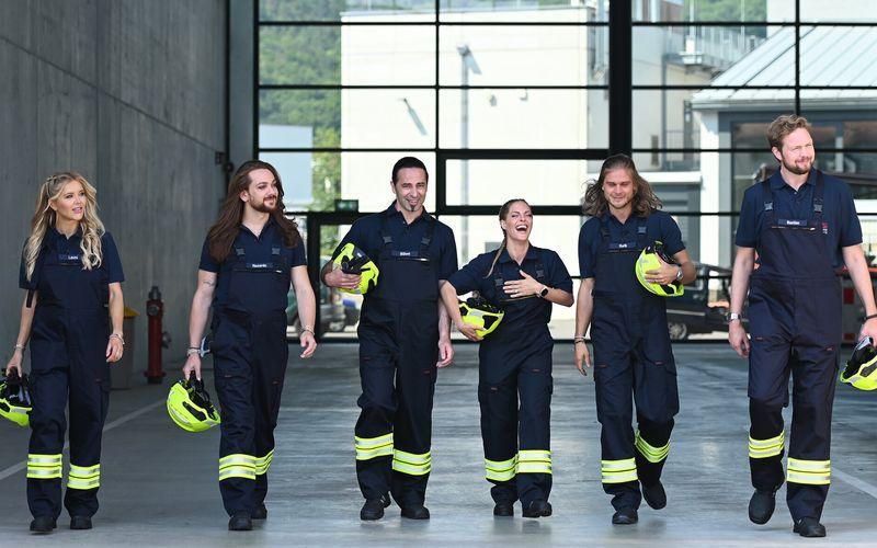 Wie werden sich wohl Laura Karasek, Riccardo Simonetti, Bülent Ceylan, Sandy Mölling, Rúrik Gíslason und Bastian Bielendorfer (von links) als Feuerwehrleute schlagen?