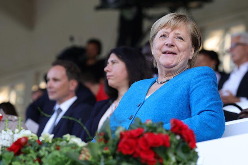 """Trotz aller Krisen ist Angela Merkel - hier bei der Jubiläumsfeier """"75 Jahre Nordrhein-Westfalen"""" am 23. August 2021 - gab sich auch gut gelaunt."""