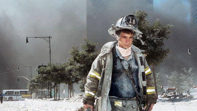"""""""Surviving 9/11 - Die Überlebenden"""" erzählt die Geschichte von vier Menschen, welche die Terrorattacke vom 11. September 2001 überlebten."""