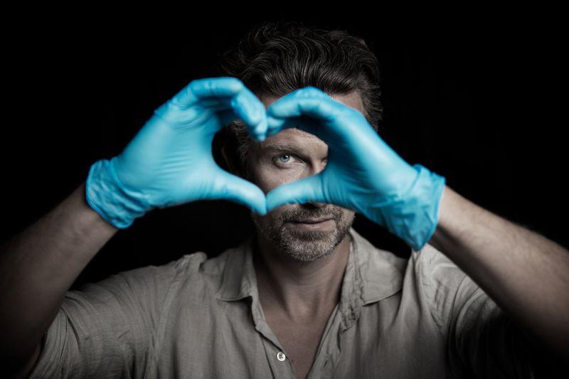 """Wie herausfordernd ist der Pflegeberuf? Wayne Carpendale (Foto), Jenny Elvers und Patrick Lindner packen in der neuen SAT.1-Reportage-Reihe """"Die Herzblut-Aufgabe"""" im Krankenhaus an."""