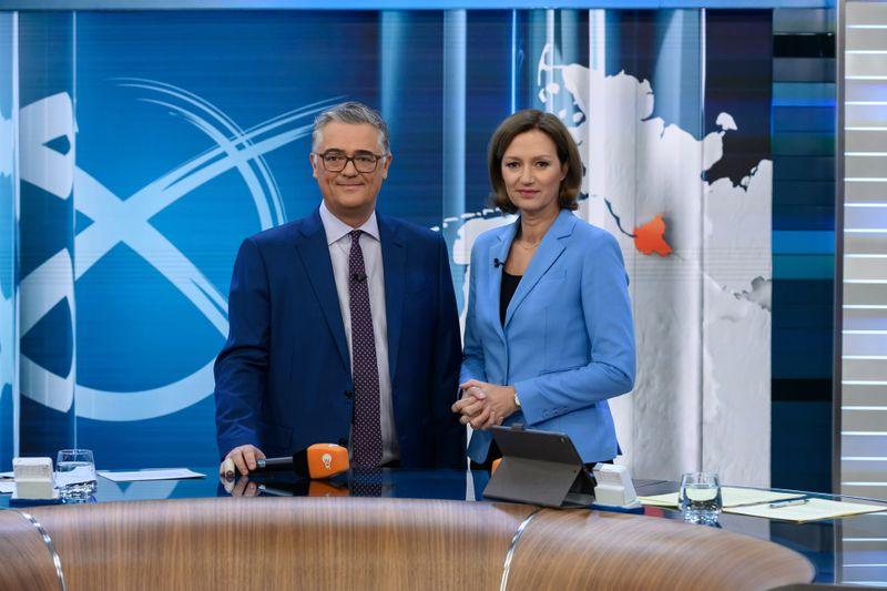 Schon ab 17 Uhr auf Sendung: Matthias Fornoff und Bettina Schausten moderieren den  Wahlabend am 26. September 2021 im ZDF.