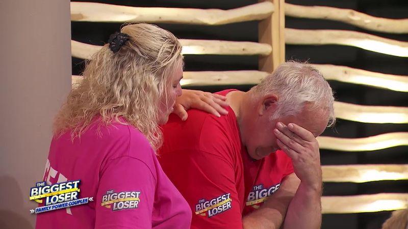 """Die Emotionen fahren bei """"The Biggest Loser - Family Power Couples"""" (SAT.1) mit den Kandidaten (im Foto Manni, den Steffi trösten muss) Achterbahn."""