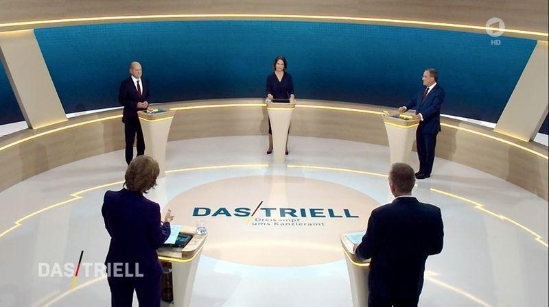 Die Kanzlerkandidatin sowie die Kanzlerkandidaten stellten sich am Sonntagabend drängenden Fragen. Von links: Moderatorin Maybrill Illner (ZDF), Olaf Scholz (SPD), Annalena Baerbock, Moderator Oliver Köhr (ARD) und Armin Laschet (CDU).