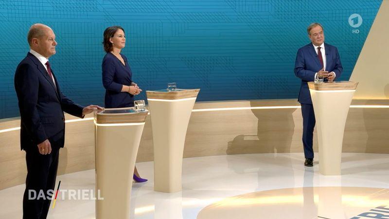 """Beim TV-""""Triell"""" von ARD und ZDF kamen Olaf Scholz (links), Annalena Baerbock und Armin Laschet auf stark unterschiedliche Redeanteile - offenbar wegen eines Fehlers bei der Zeitmessung."""