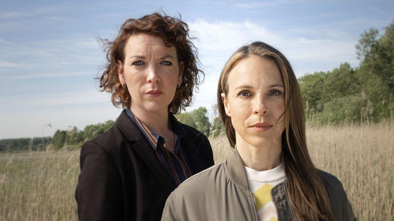 Lina Beckmann (links) und Anneke Kim Sarnau ermitteln als Duo Melly Böwe / Katrin König künftig gemeinsam in Rostock.