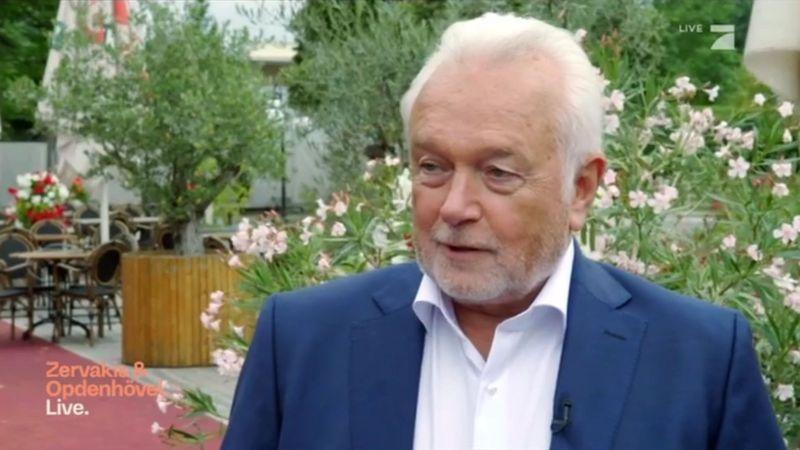 """Wolfgang Kubicki wurde bei der Premiere von """"Zervakis & Opdenhövel. Live"""" im Taxi durch Berlin kutschiert - um sich den Fragen von Wählerinnen und Wählern im Mini-Townhall-Meeting zu stellen."""