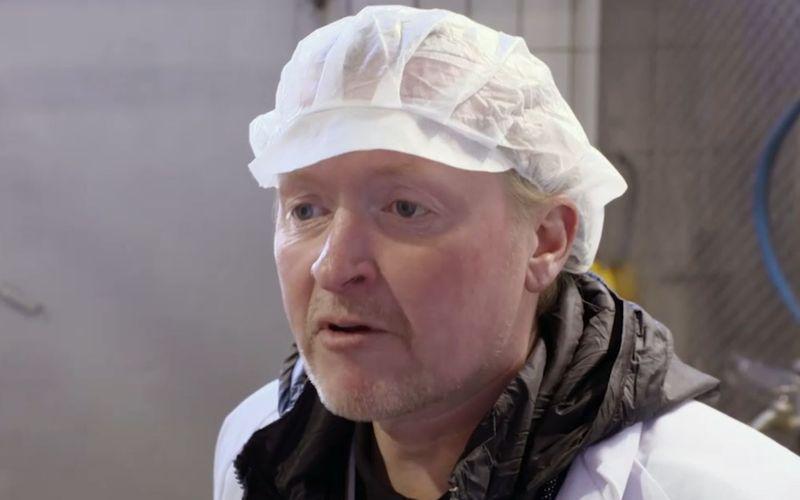 Im Schlachthaus wirkt Joey Kelly stark mitgenommen. Dennoch hält er es für wichtig, als Fleischesser diese Erfahrung zu machen. Ob er nach vier Wochen Vegetarier wird?
