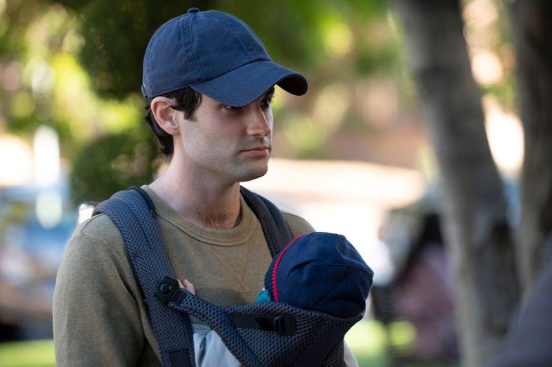 Der penetrante Stalker Joe (Penn Badgley) muss sich in seiner neuen Rolle als liebender Familienvater erst zurechtfinden.