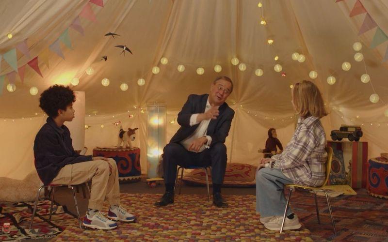 Armin Laschet hatte im Zelt mit den beiden Kinderreportern Pauline und Romeo keinen leichten Stand.
