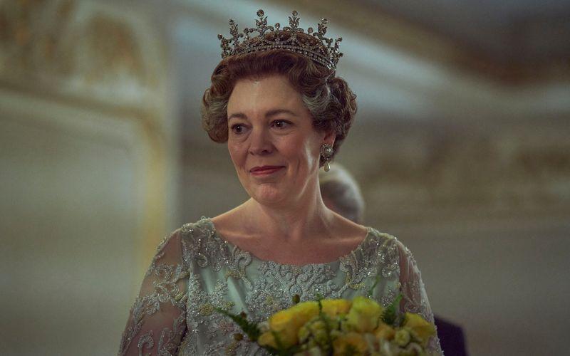 """Olivia Colman wurde für ihre Darstellung von Queen Elizabeth II. als """"Beste Hauptdarstellerin"""" mit einem Emmy ausgezeichnet."""