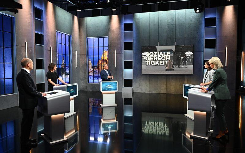 Im letzten TV-Triell vor der Bundestagswahl traten (von links): Olaf Scholz (SPD), Annalena Baerbock (Grüne) und Armin Laschet (CDU) unter der Moderation von Linda Zervakis und Claudia von Brauchitsch gegeneinander an.