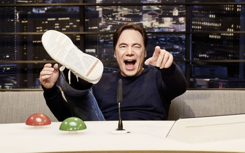 """Michael """"Bully"""" Herbig ist in der zweiten Staffel erneut Gastgeber der erfolgreichen Amazon-Erfolgsshow """"LOL: Last One Laughing""""."""