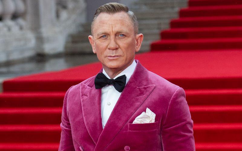 Daniel Craig feierte die Premiere im pinken Smoking.