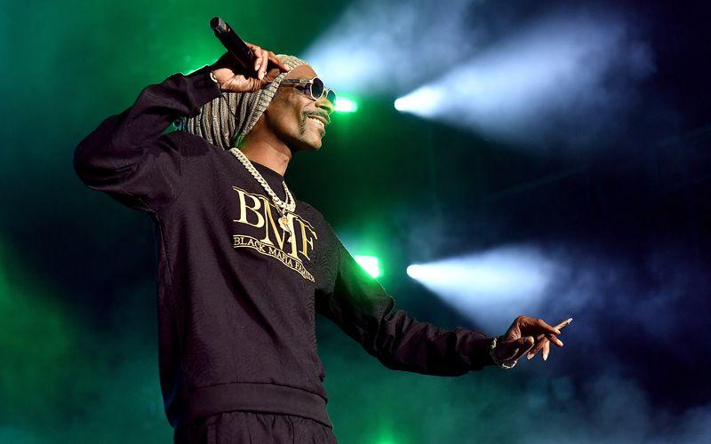 Auch Snoop Dogg ist in Inglewood mit dabei. Die NFL lässt sich beim 56. Super Bowl nicht lumpen.