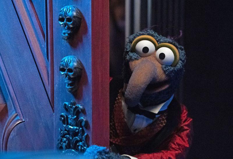 """Gonzo will unbedingt beweisen, dass er wirklich """"der Große"""" ist und zieht in """"Muppets - Haunted Mansion"""" bei Disney+ in ein Spukhaus ein."""
