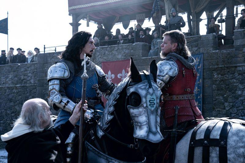 """Adam Driver (links) und Matt Damon spielen die Hauptrollen in """"The Last Duel"""" - zwei Männer, die im Frankreich des 14. Jahrhunderts zu Feinden werden."""