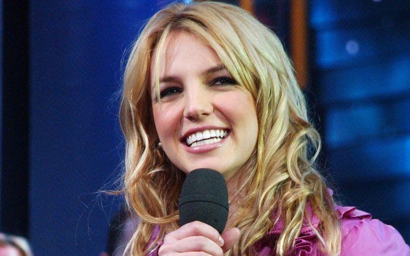 Vor zwei Jahrzehnten etablierte sich Google auch in Deutschland. Klar, dass die Deutschen sich auch auf der Suche nach den angesagtesten oder interessantesten Prominenten die Finger wund tippten. Wer neben Sängerin Britney Spears in den Jahren 2001 bis 2020 am häufigsten gesucht wurde, erfahren Sie in der Galerie.