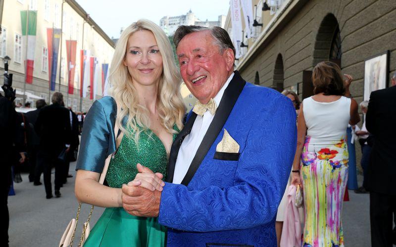 """Richard """"Mörtel"""" Lugner hat sich wieder verlobt: Die 50 Jahre jüngere Simone soll seine zukünftige Gattin werden."""
