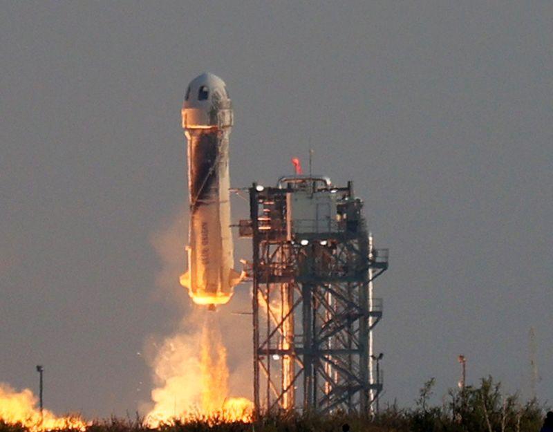 """William Shatner wird an Bord der """"Blue Origin""""-Rakete ins All fliegen."""