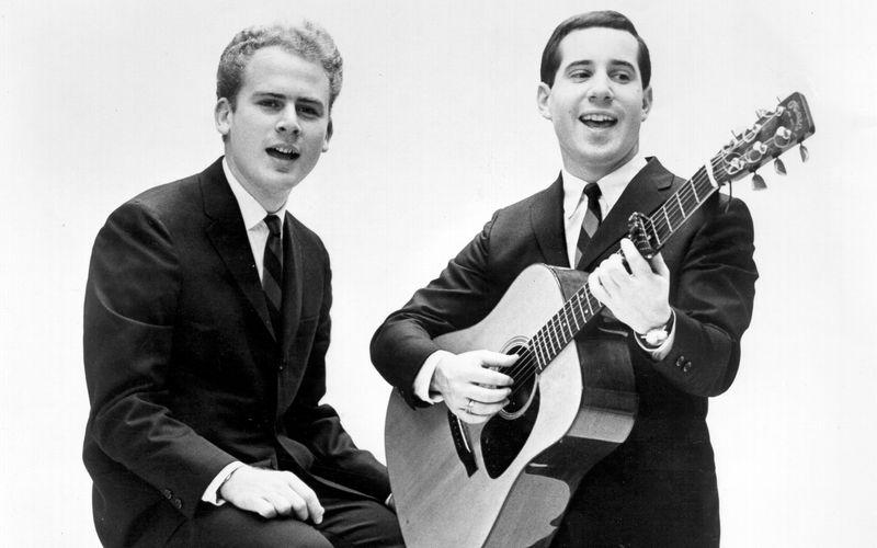 """Unter dem Namen Tom & Jerry Anfang der 60er-Jahre noch erfolglos, wurden Paul Simon (rechts) und Art Garfunkel Mitte der 60er-Jahre dank Hits wie """"Sound Of Silence"""" zu Folk-Pop-Stars."""