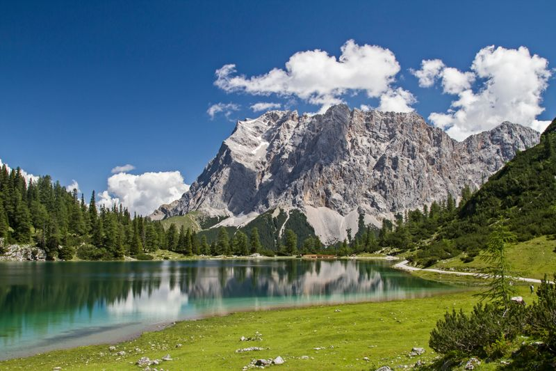 Der höchste Berg Deutschlands ist die Zugspitze - doch wie hoch ist sie genau?  A: 4.478 Meter  B: 3.798 Meter  C: 2.962 Meter   D: 2.713 Meter