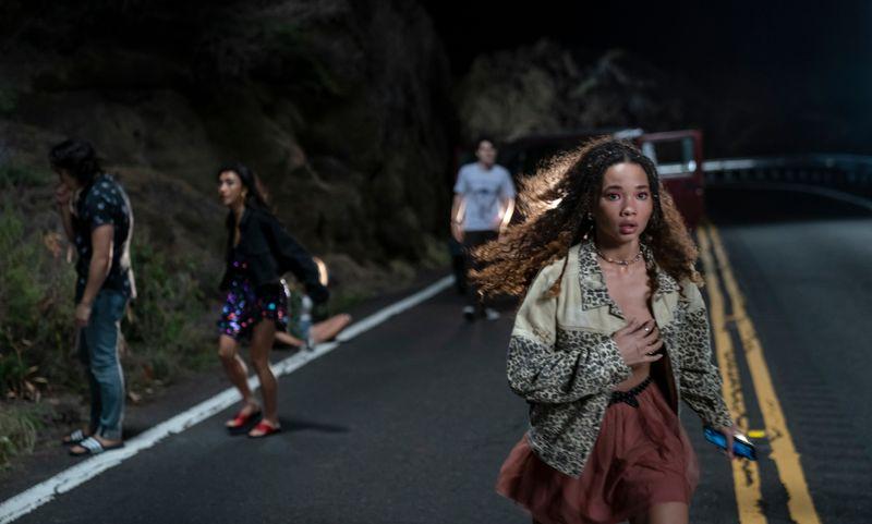 Die Party ist vorbei: Auf dem Weg nach Hause haben die fünf Freunde jemanden überfahren. Der Schock sitzt nicht nur bei Riley (Ashley Moore) tief.